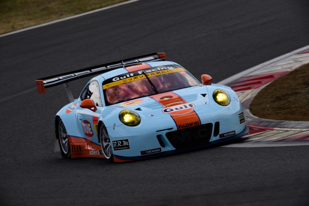 Gulf Racing with PACIFIC GULF NAC PORSCHE 911 No.9 GT300 Class